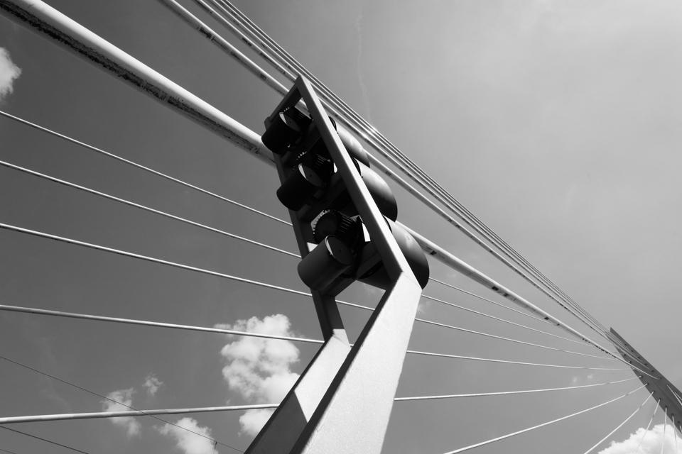 ©ZW010-2677 - Erasmusbrug zwart wit foto Rotterdam