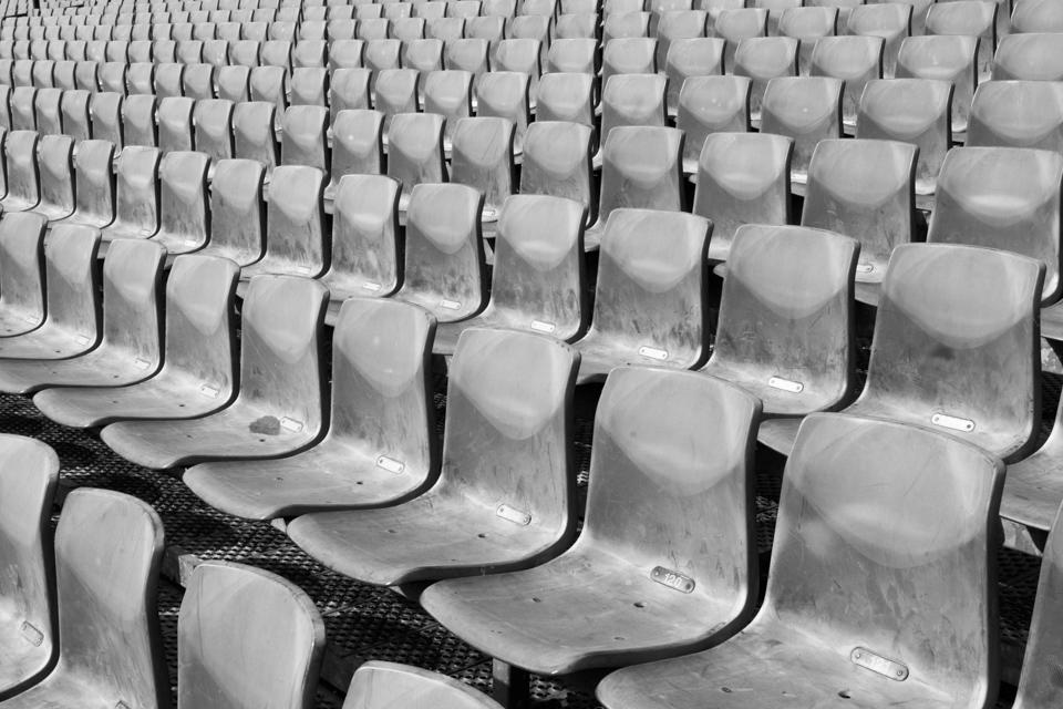 ©zw010-7328 Stoeltjes de kuip feyenoord stadion rotterdam zwart wit foto