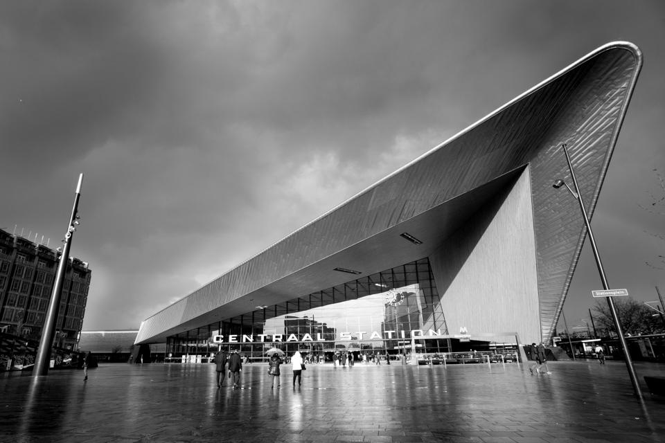 Centraal Station Rotterdam zwart wit foto