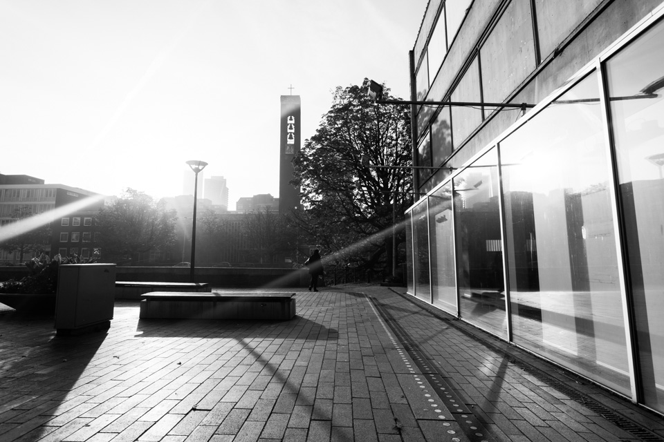 @ZW010 -03011 - Vlasmarkt zwart wit foto Rotterdam
