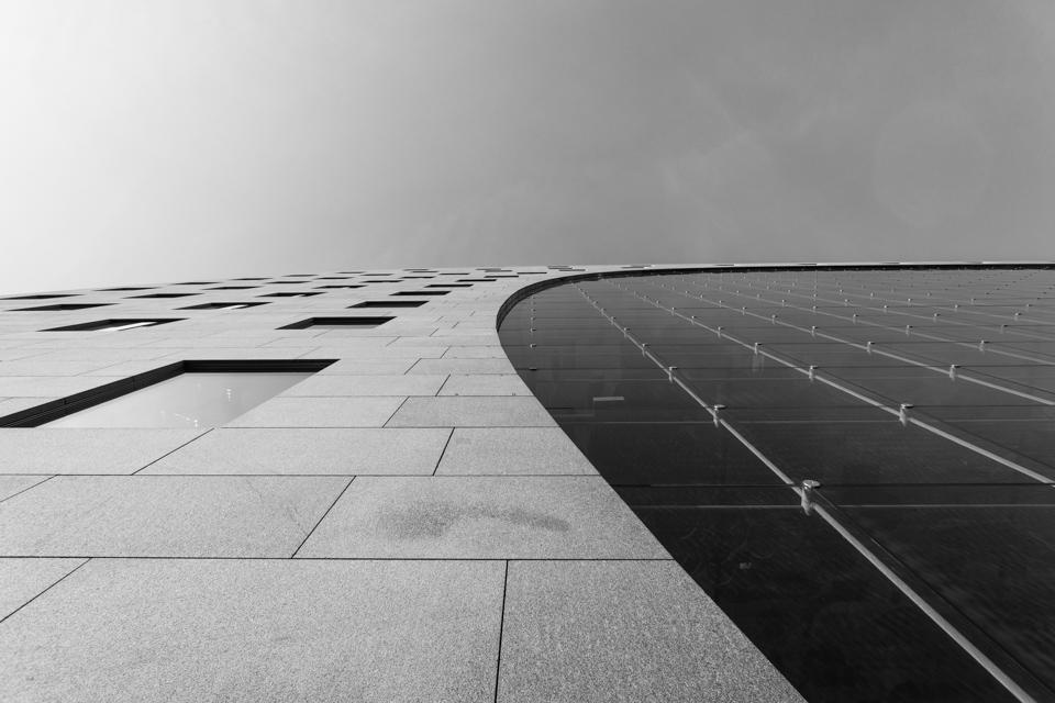 @ZW010 -03066 - De Markthal Rotterdam zwart wit foto