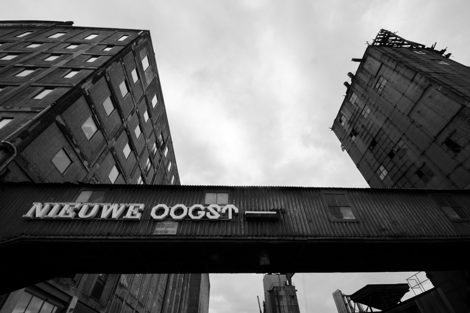 @ZW010 -0744- Maassilo Rotterdam zwart wit foto