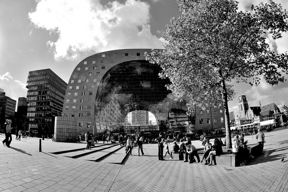 @ZW010 -0888 - De Markthal Rotterdam zwart wit foto