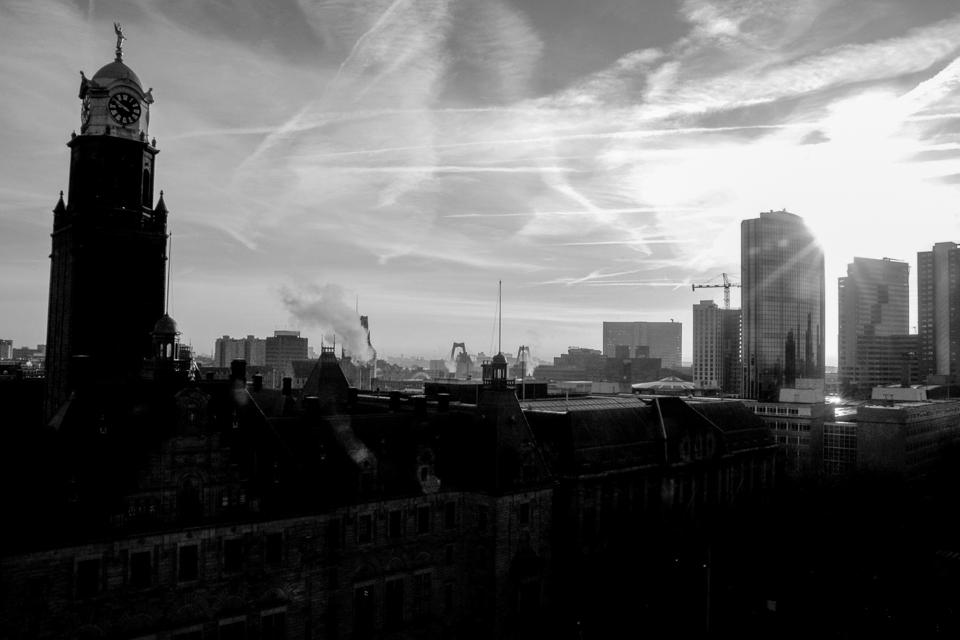 @ZW010 -1975 - Skyline stadhuis Rotterdam zwart wit foto