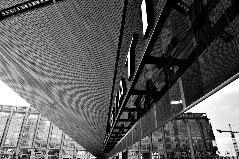 @ZW010 -4312 Centraal Station Rotterdam zwart wit foto Rotterdam