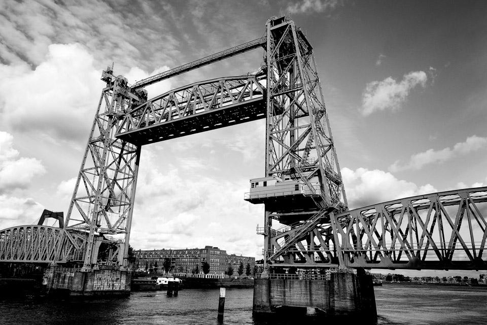 De Hef Koningshavenbrug zwart wit Rotterdam foto