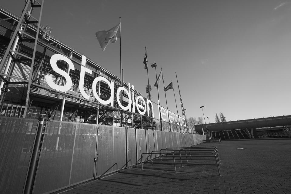 Feyenoord stadion De Kuip Rotterdam zwart wit foto aan de muur